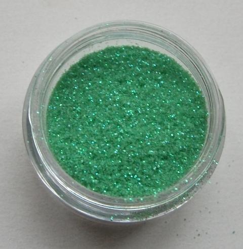 16. Világos zöld